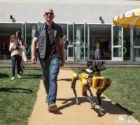 首富同款机器狗开卖,《民法典》强调宠物伤人要追责,20年后人